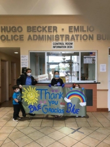 students thanking first responders
